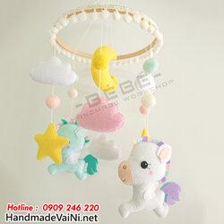 do-choi-treo-noi-cho-be-so-sinh-hinh-ngua-pony-2.jpg