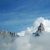Mây Ôm Núi